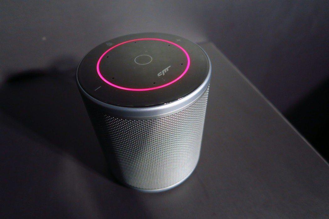 小豹AI音箱外觀看不出不到4,000元,就和音質一樣走高質感路線。 彭子豪/攝影