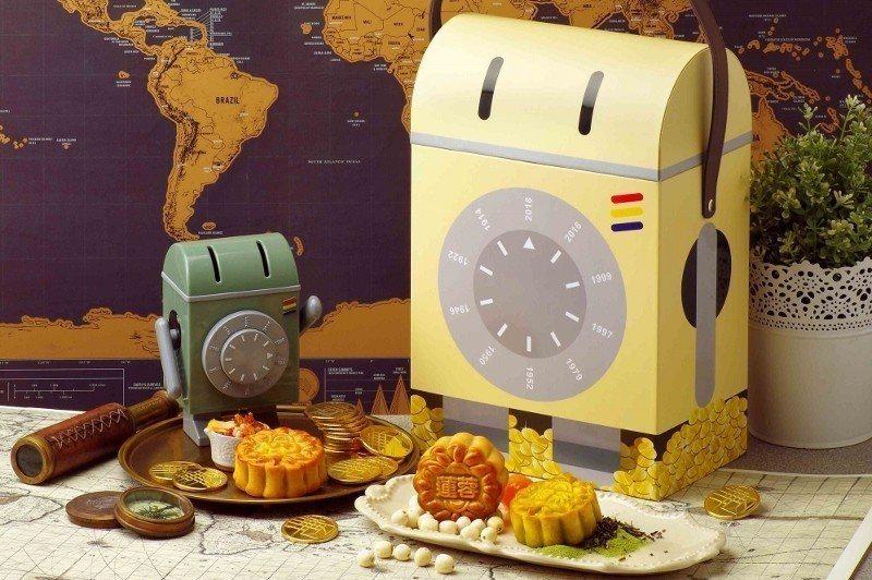 耍萌的天成文旅「華山町」吉祥物寶存錢筒,身高15公分,為中秋月餅禮盒的贈品。...