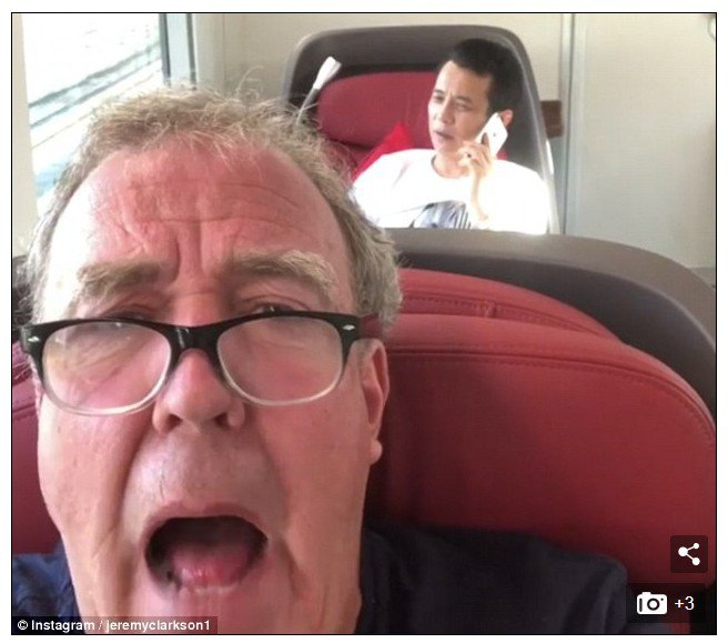 英主持人搭乘高鐵被座位後排高聲講電話的乘客惹怒,用唇語說出「閉嘴」。圖擷自Dai...
