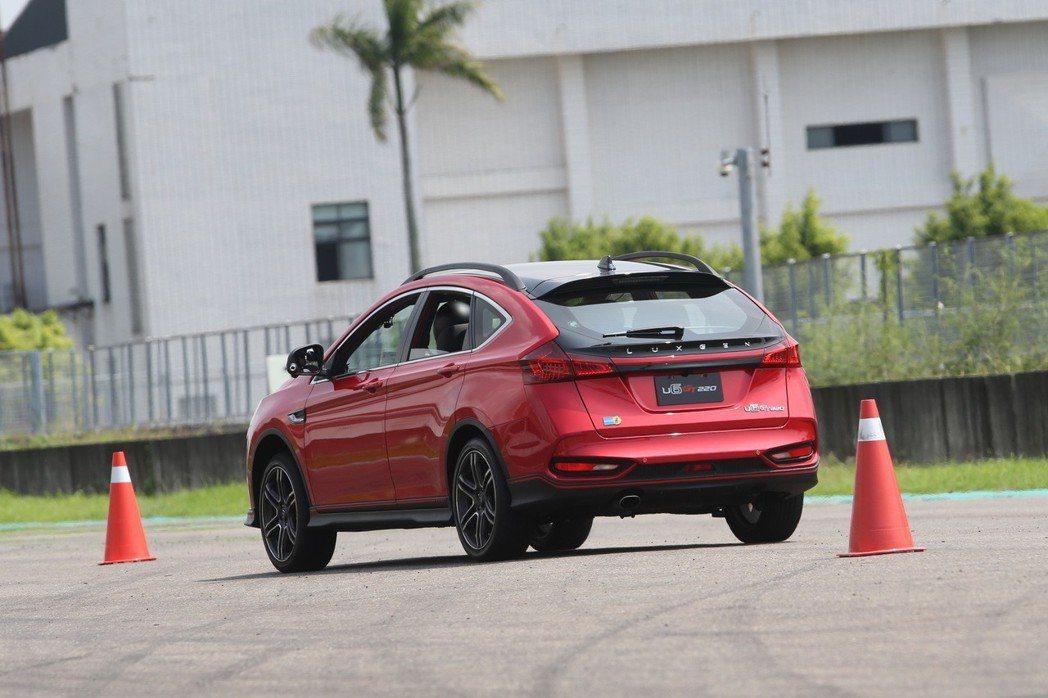 實際的賽道試駕,展現U6 GT220精準的轉向及優異的制動能力。 記者劉學聖/攝...