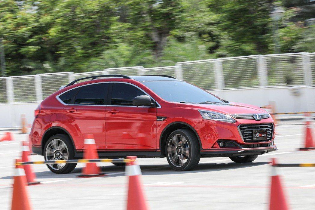 現場也設置金卡納障礙挑戰賽,讓車主們體驗更刺激的駕馭方式。 圖/LUXGEN提供