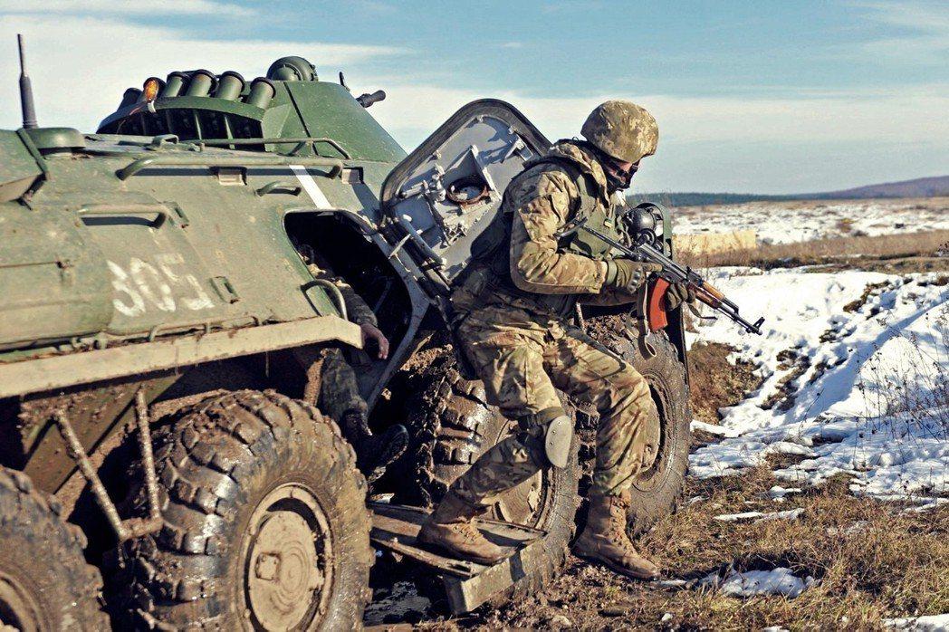北約與美國的東向逼近,讓俄國備感威脅。圖為2016年烏克蘭與美軍在亞里沃夫的聯合...