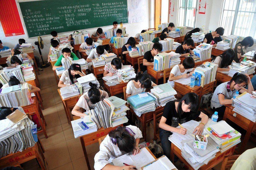 華人社會裡有極深的信念,認為教育是造成改變與促使成功的關鍵——而父母的重要功能之...