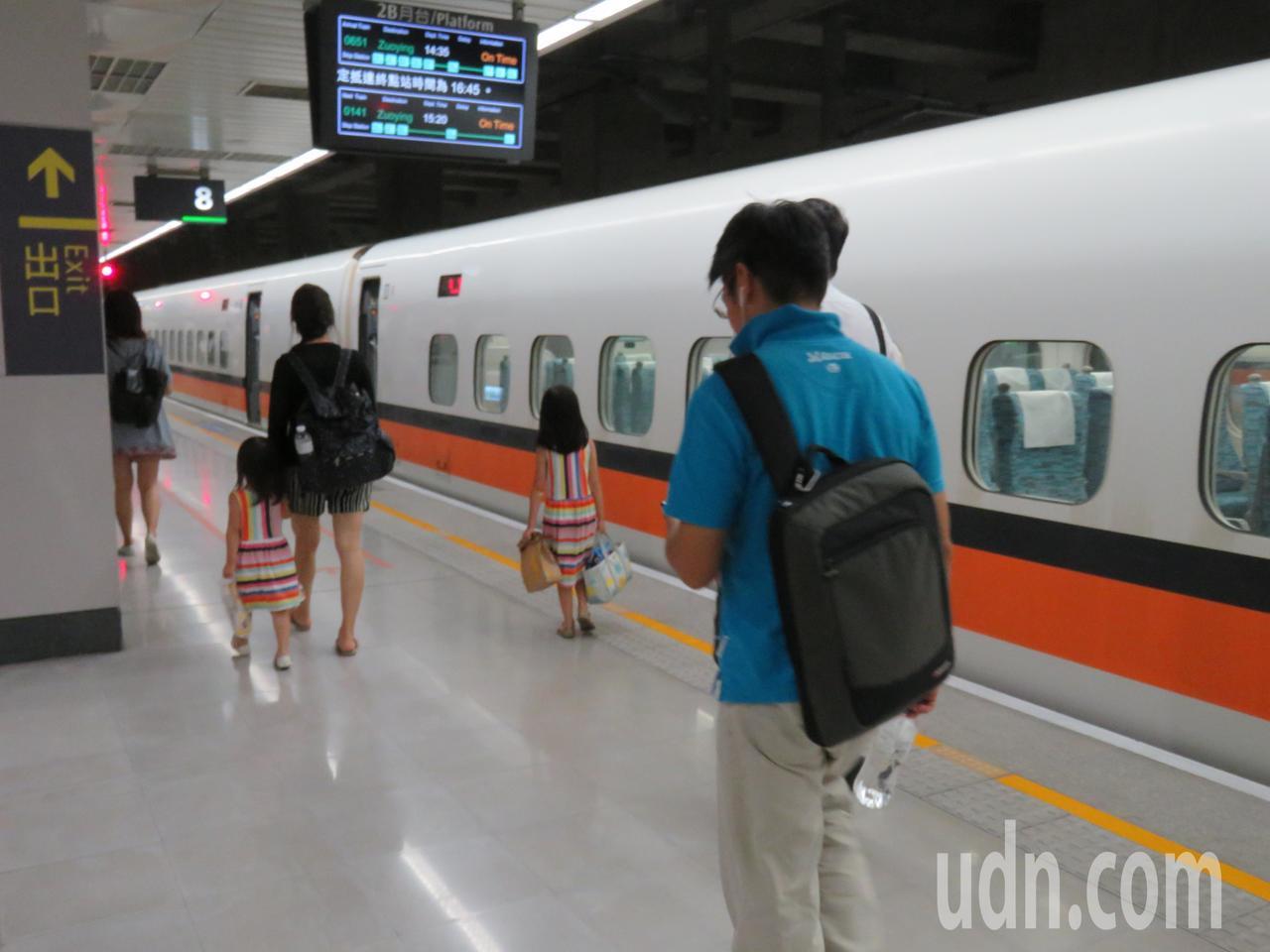 台灣高鐵公司推出回數票搭乘滿8次限期回饋優惠活動。記者雷光涵/攝影