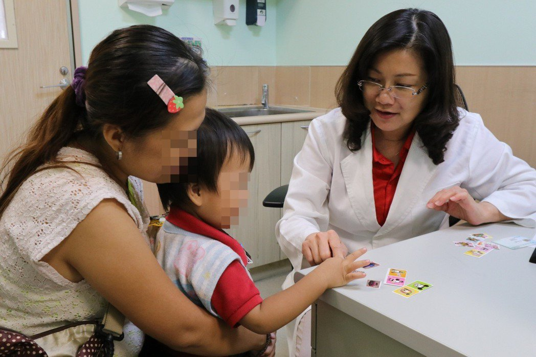 亞洲大學附屬醫院復健部醫師林千琳說,語言遲緩在2到7歲孩子的盛行率約為2.3%到...