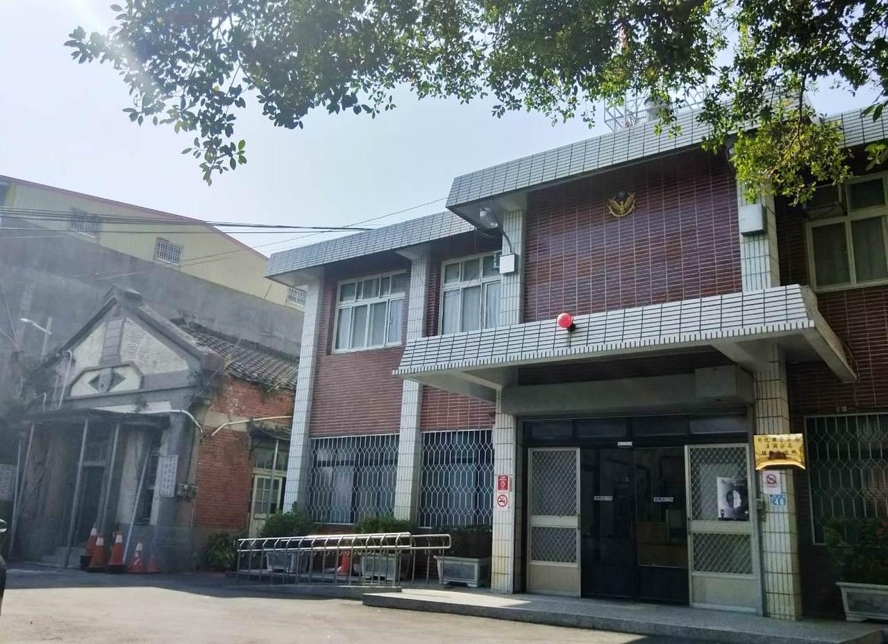 彰化縣埔鹽鄉埔東派出所新舊兩棟建物相鄰,舊廳舍94年已公告登錄為歷史建築。記者凌...