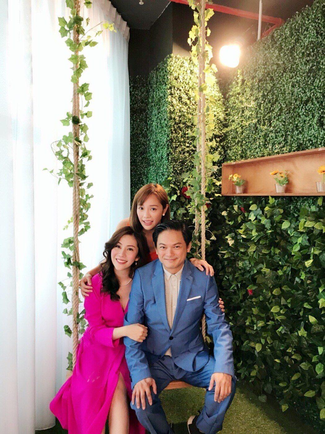 王宇婕(左)到新加坡拍網劇,男主角是新加坡喜劇之王周崇慶  圖/星之國際提供