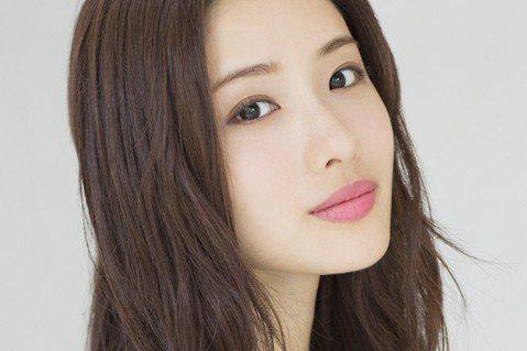 前AKB48人氣成員前田敦子今傳出喜訊,與男星勝地涼修成正果,7月30日完成登記閃電結婚。他們發表共同聲明,認了一開始就是以結婚為前提交往,希望未來能共築一個笑聲不斷的開朗家庭。AKB48的姊妹們今...