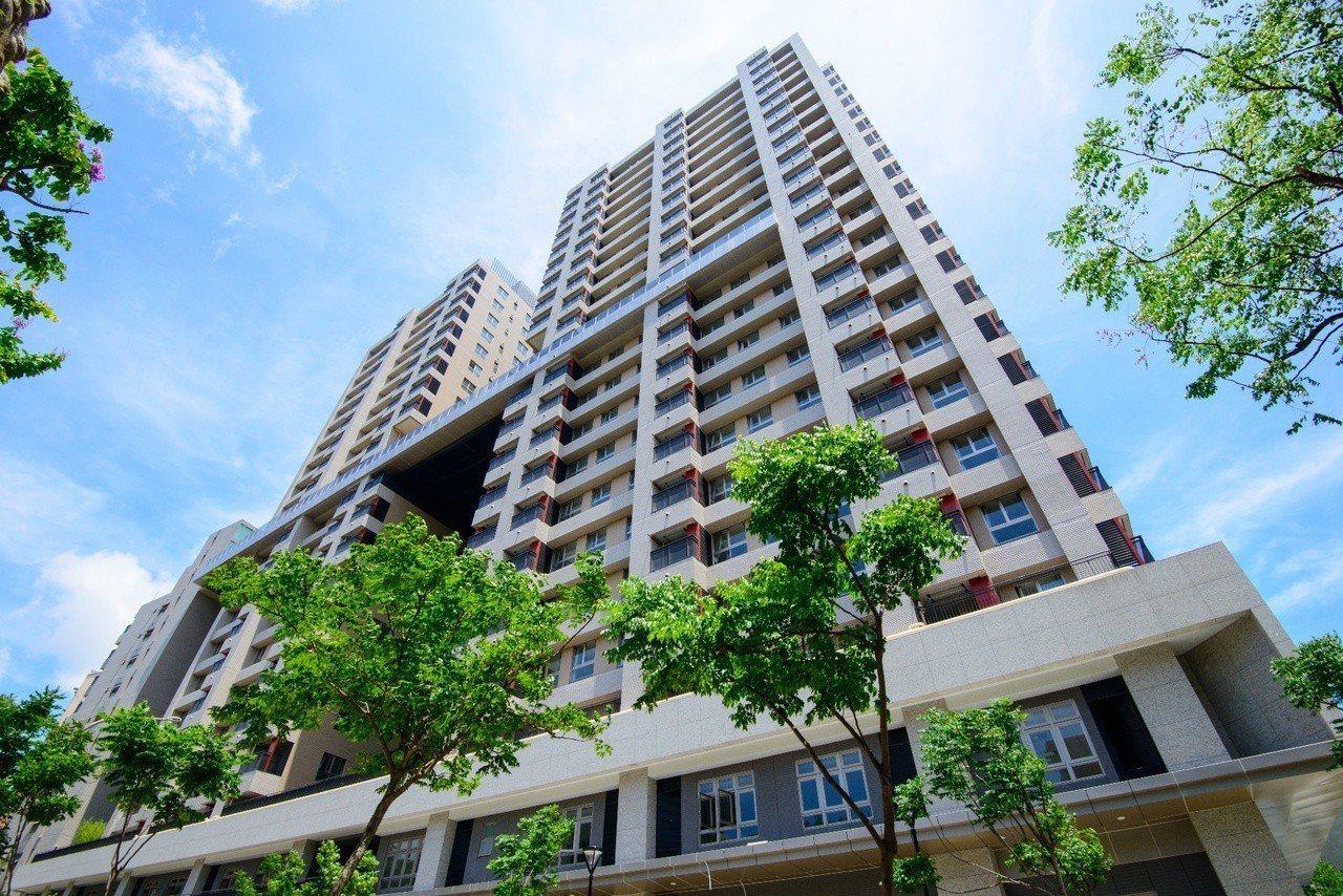 台北市文山區的興隆D2區公宅已完工,明天起至8月17日受理民眾申請,當月4日至6...