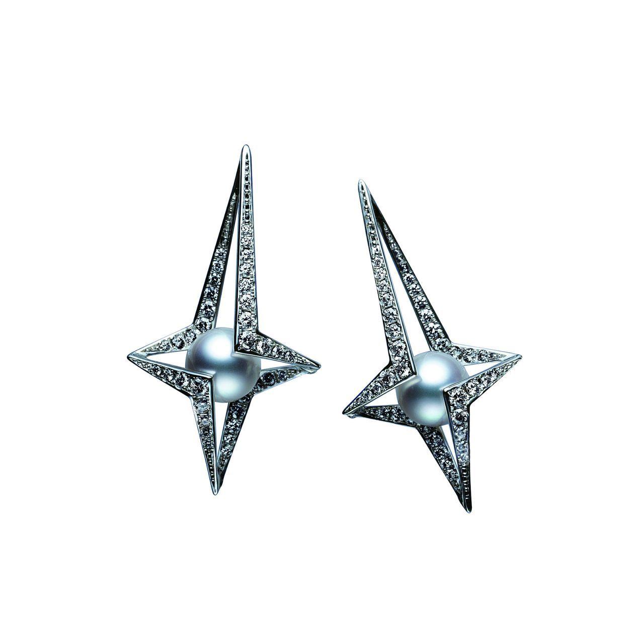 劉奕兒特別喜歡這對星芒南洋珠耳環,380,000。圖/MIKIMOTO提供