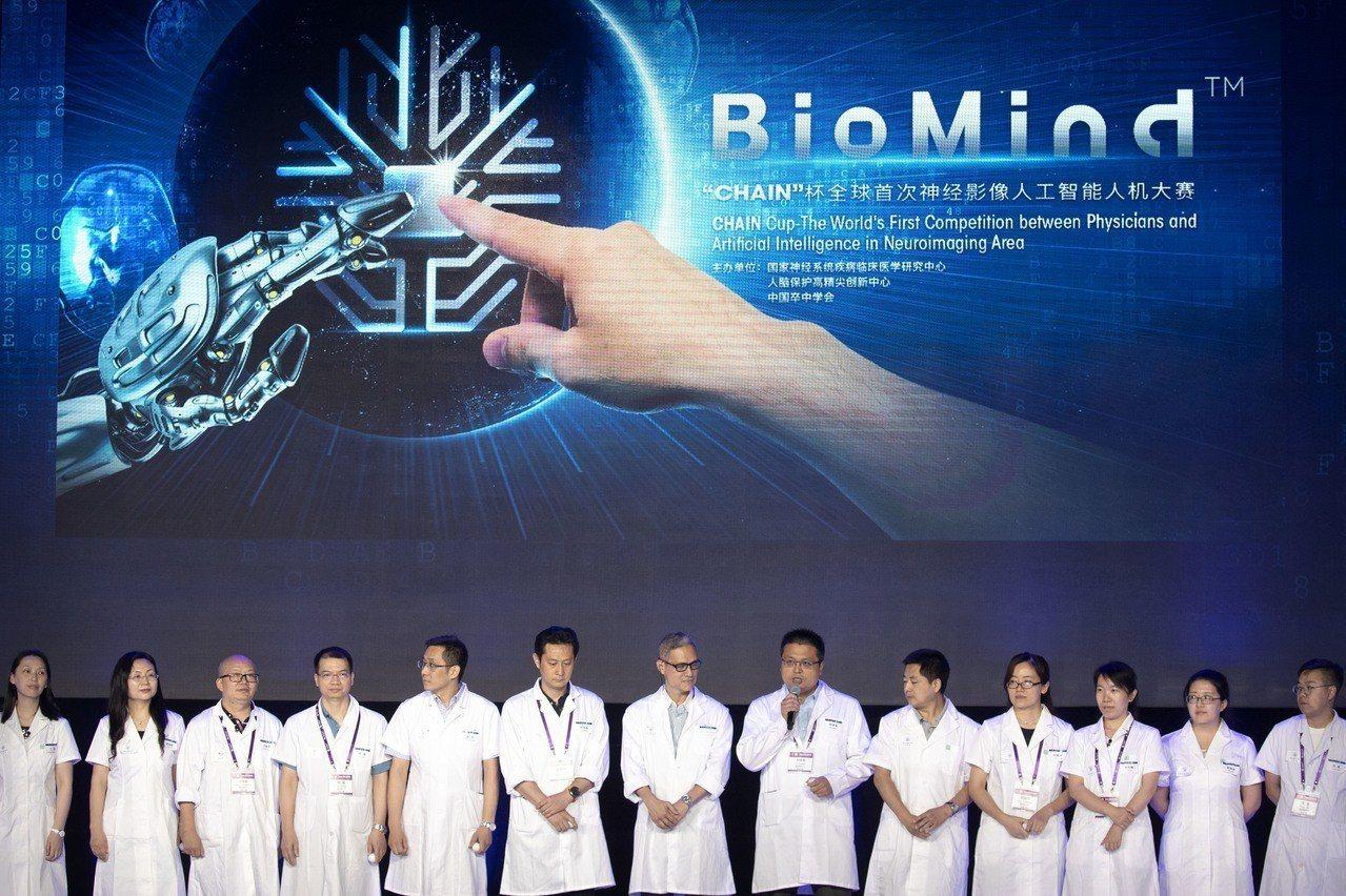 6月30日,一場神經影像領域的人機大戰在北京舉行,25位神經影像領域的名醫專家,...