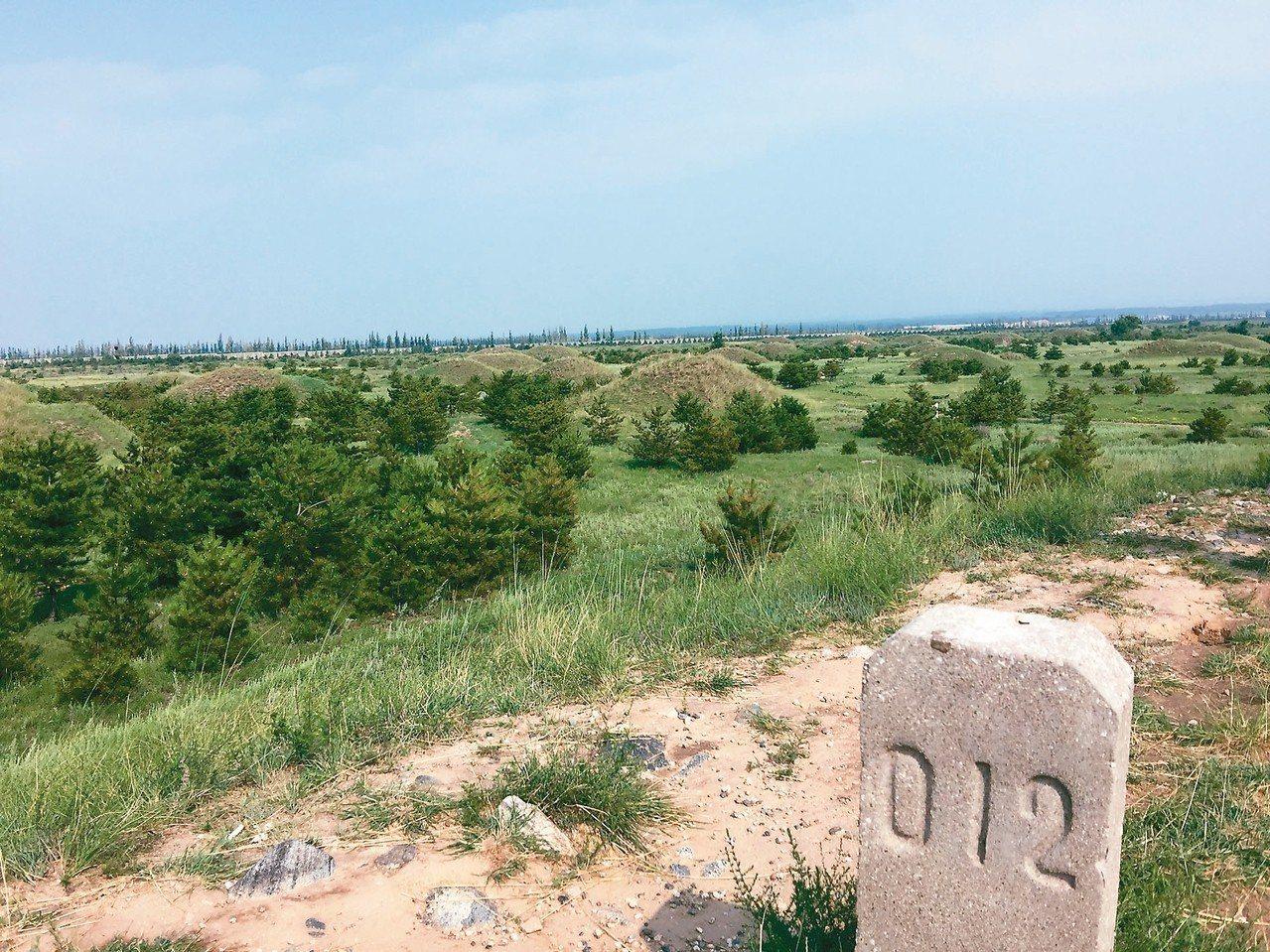 廣武漢墓群土堆都有編號 記者汪莉絹/攝影