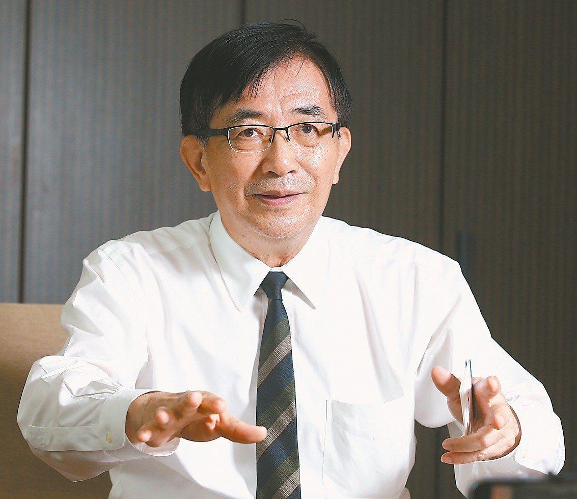 交通部長吳宏謀昨天接受本報專訪,談高鐵南延東進。 記者林澔一/攝影