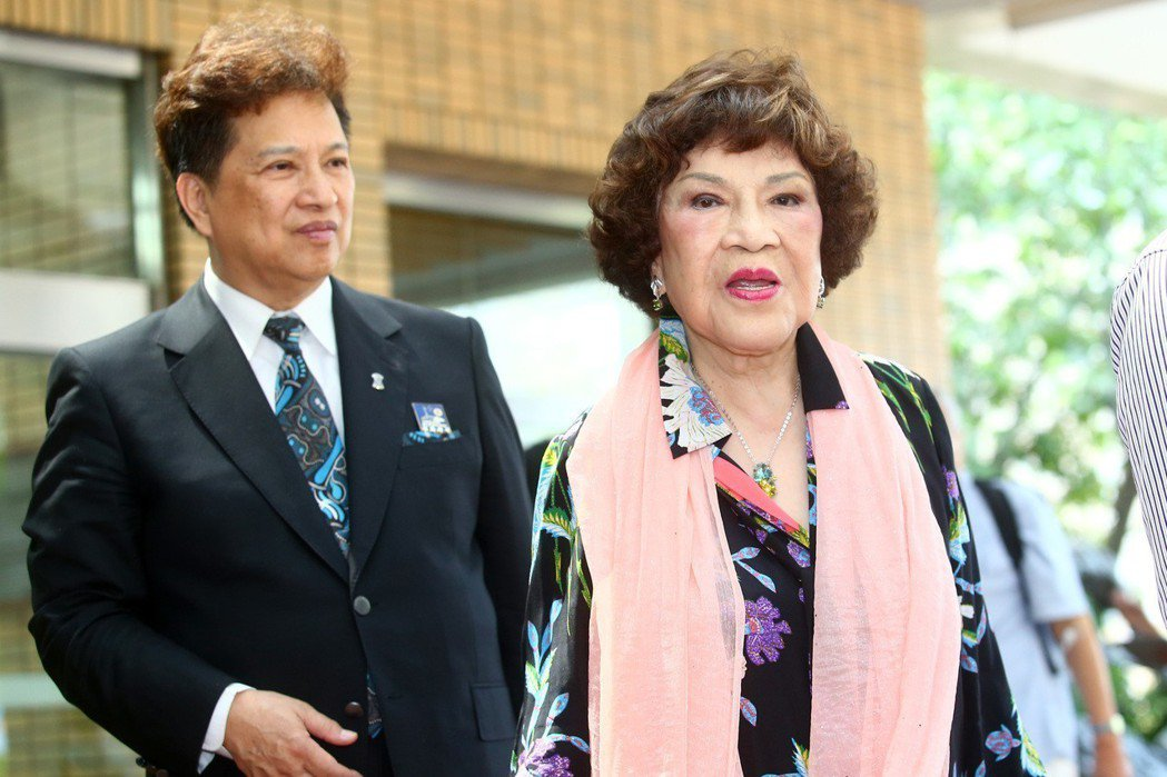 「阿姑」周遊(右)和李朝永(左)夫婦。記者王騰毅/攝影