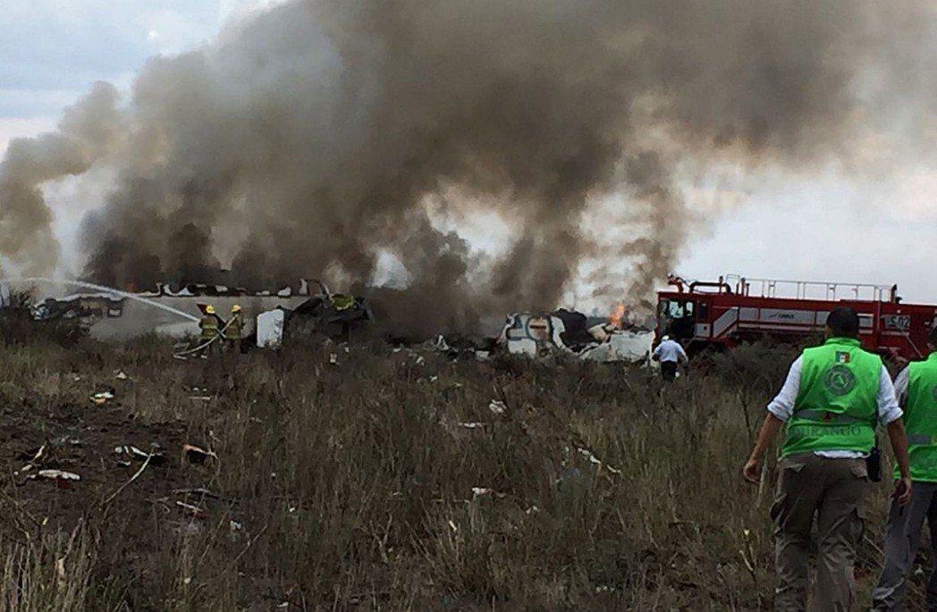 墨西哥航空傳墜機意外 機身嚴重受損、無人死亡80餘傷