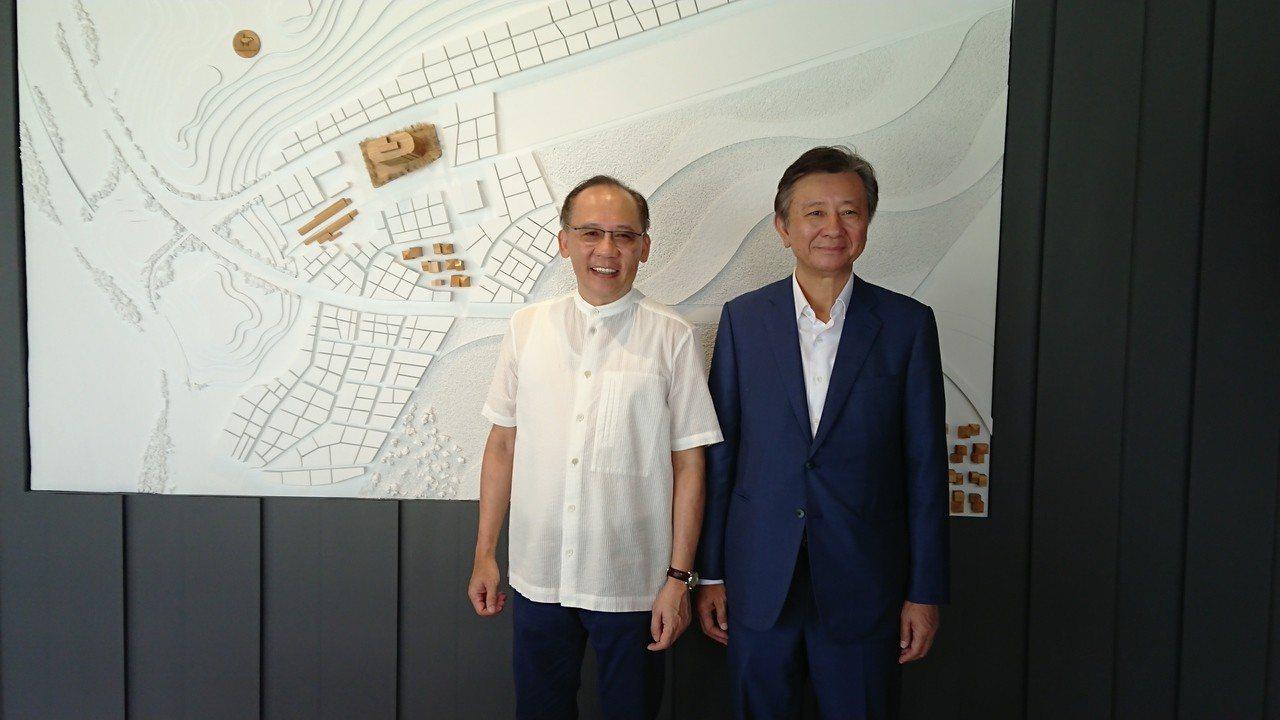 昇陽建設總座簡伯殷(左)表示,昇陽建設明年規畫推四大案,總銷合計逾百億元,創集團...