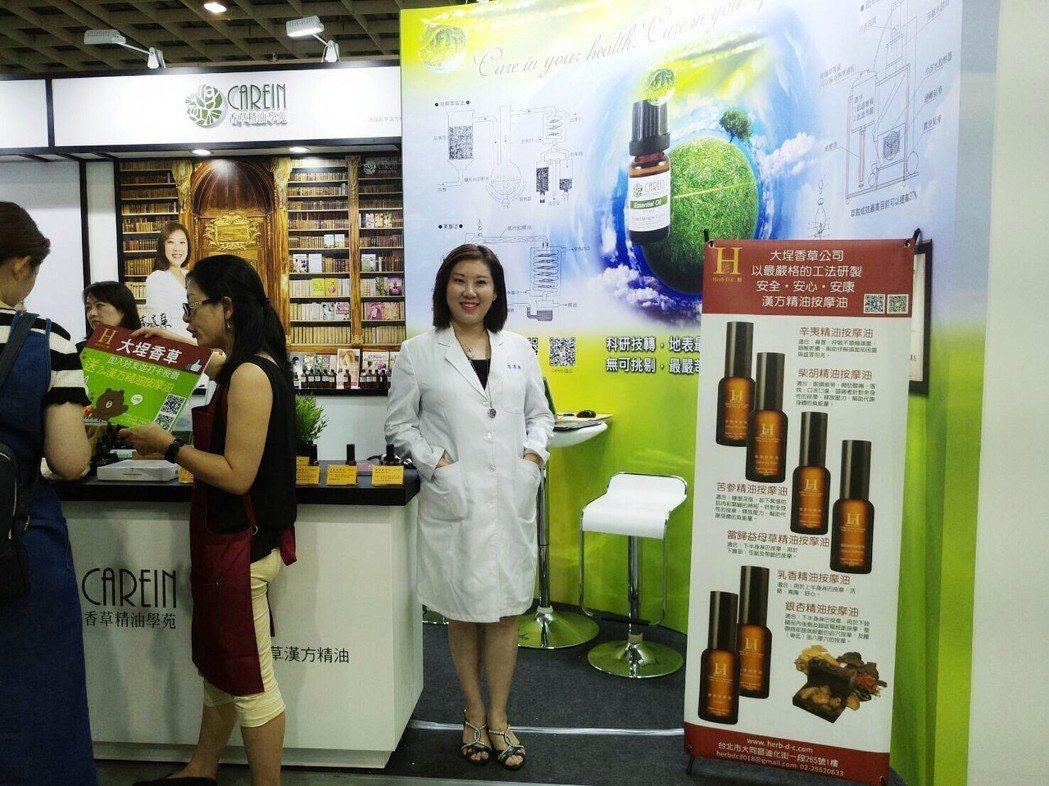 香草精油學院首批研發製成的六款漢方精油按摩油。 經濟日報黃麗亭/攝影