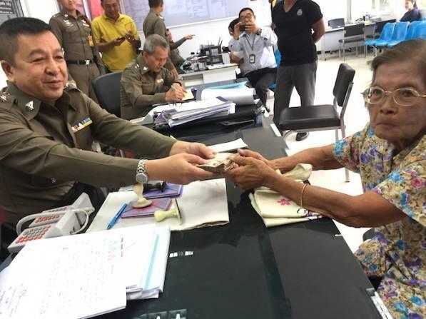賽瓦提以為鈔票無效,在警方的幫忙下成功換了新鈔。圖擷自國家報