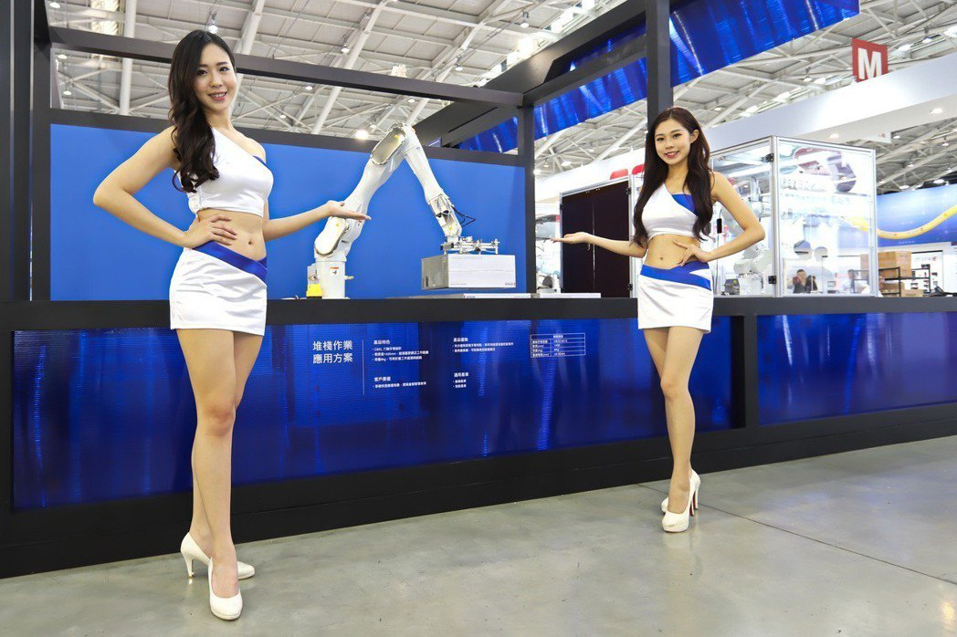 Epson在台北國際自動化展中透過情境與機械的搭配,展現「Mo.8精密自動螺絲解...