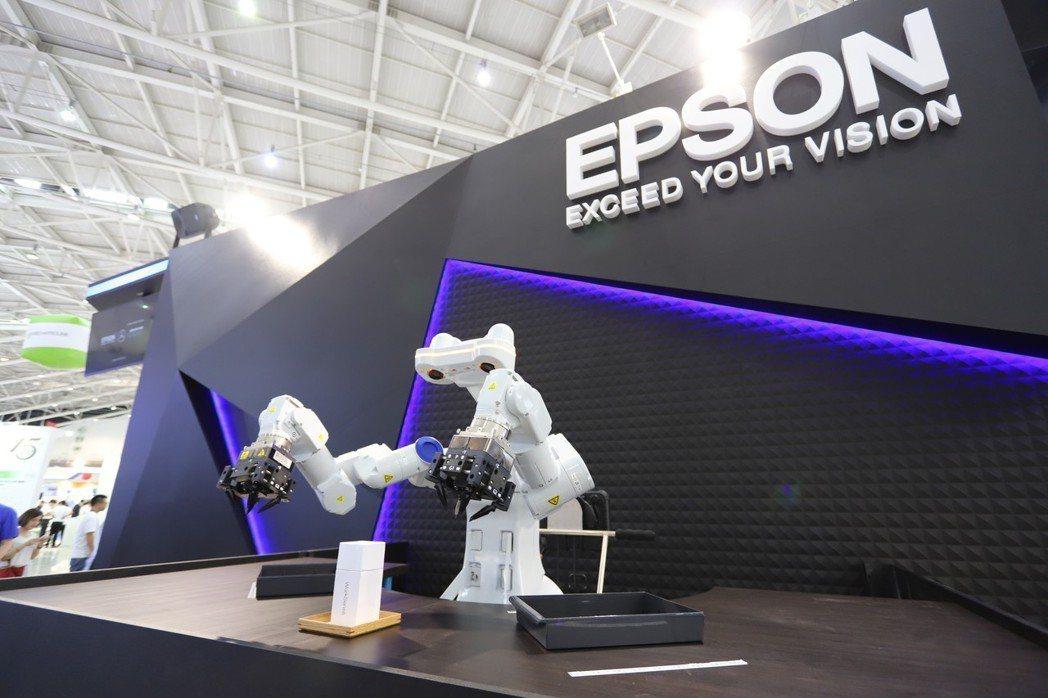 全球首台具AI人工智慧、3D視覺及力覺感測器的WorkSense W-01自主性...