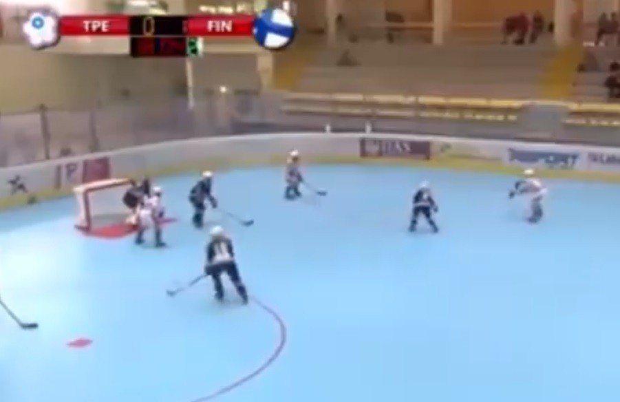 中華女子滑輪曲棍球隊參加在義大利舉辦的世界盃曲棍球賽,卻在進球時遭判進球不算,也...