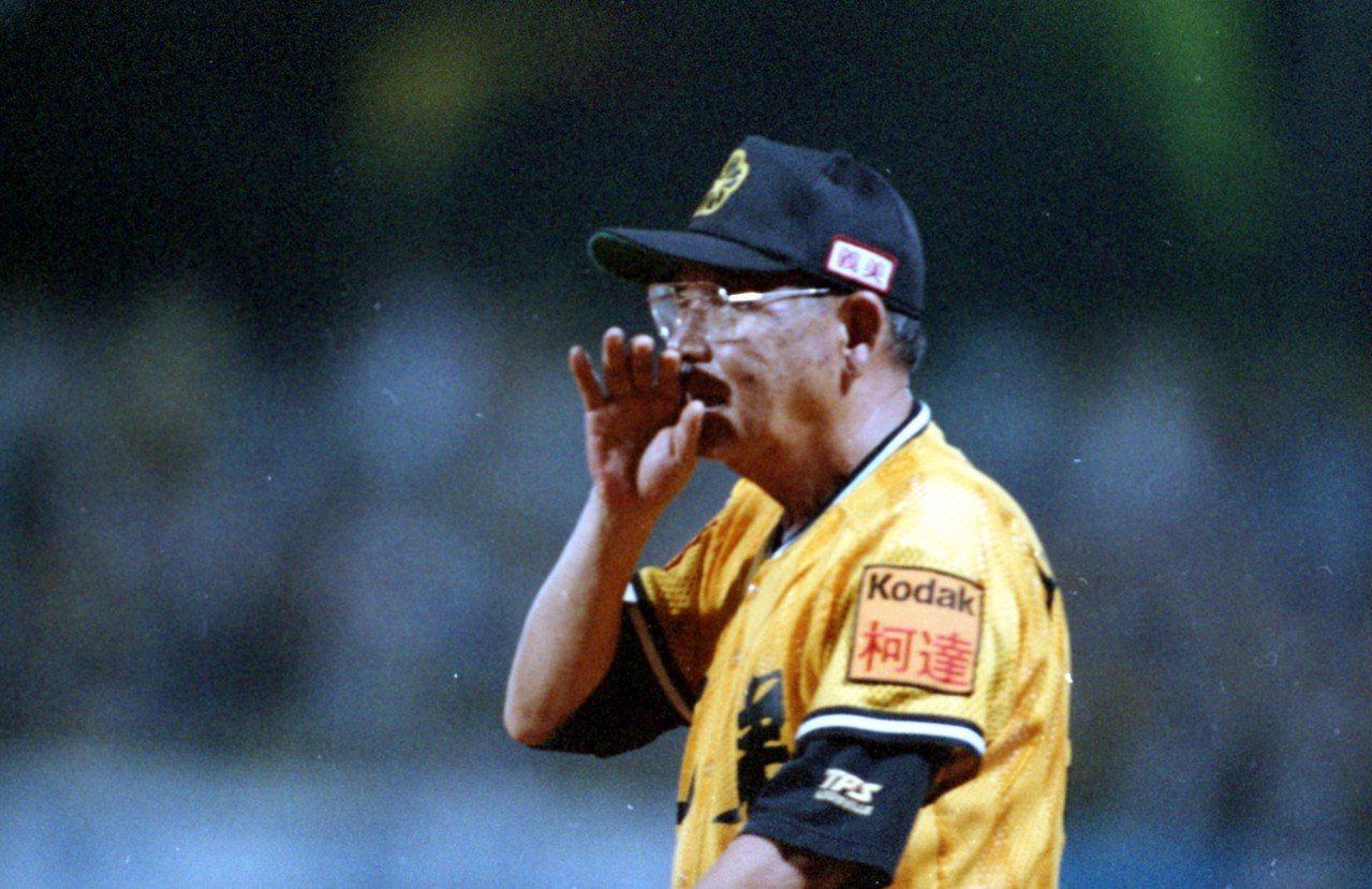 1994年兄弟象冠軍教頭山根俊英帶領球隊完成三連霸,結果1995年衛冕失利就遭撤...