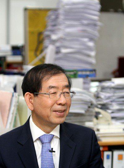 原本是人權律師的美麗商店創辦人朴元淳曾公開表明自己是「首位福利市長」。 記者侯永...