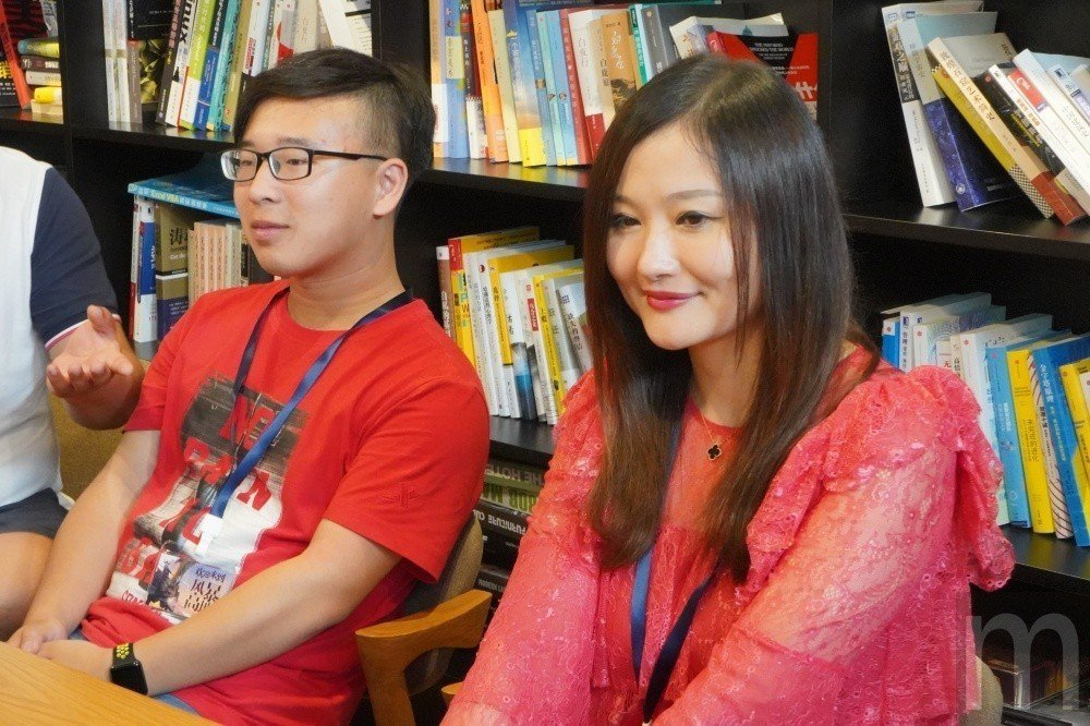 左為半職業玩家朱賈航,右為遊戲稱號「QUEEN」的潘若恬