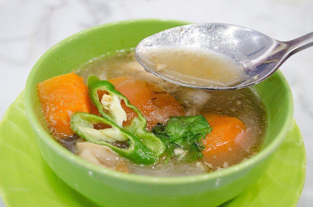 (圖/台灣旅行趣) ▲「印度香料雞肉湯」以十五種印度香料與微酸的番茄,再加入軟嫩...