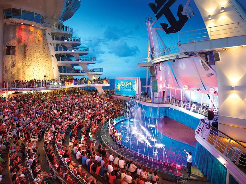在皇家加勒比船上,可以看到水舞特技秀 (Photo Source: www.ro...