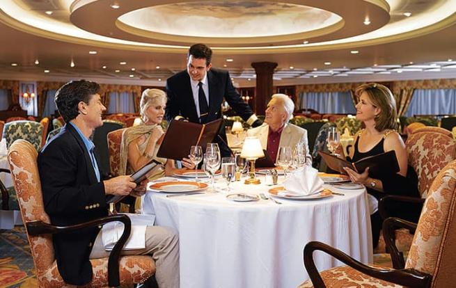 """別忘了嘗試各自遊輪上的""""Chef's Table""""選擇! 由你的主廚送上精心搭配..."""
