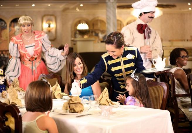 當然在迪士尼遊輪上,會有公主下午茶這種活動!(Photo Source: www...