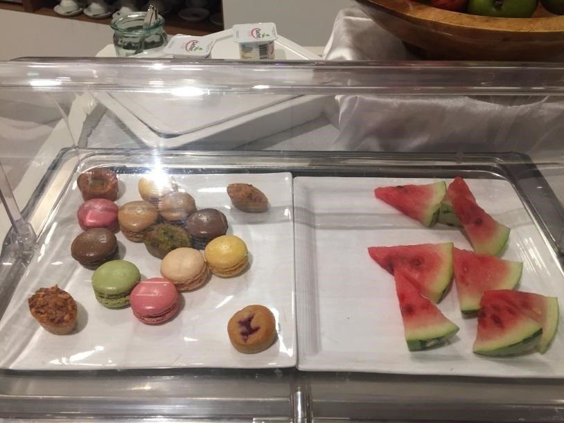 甜點區/水果區,居然有馬卡龍! 圖文來自於:TripPlus