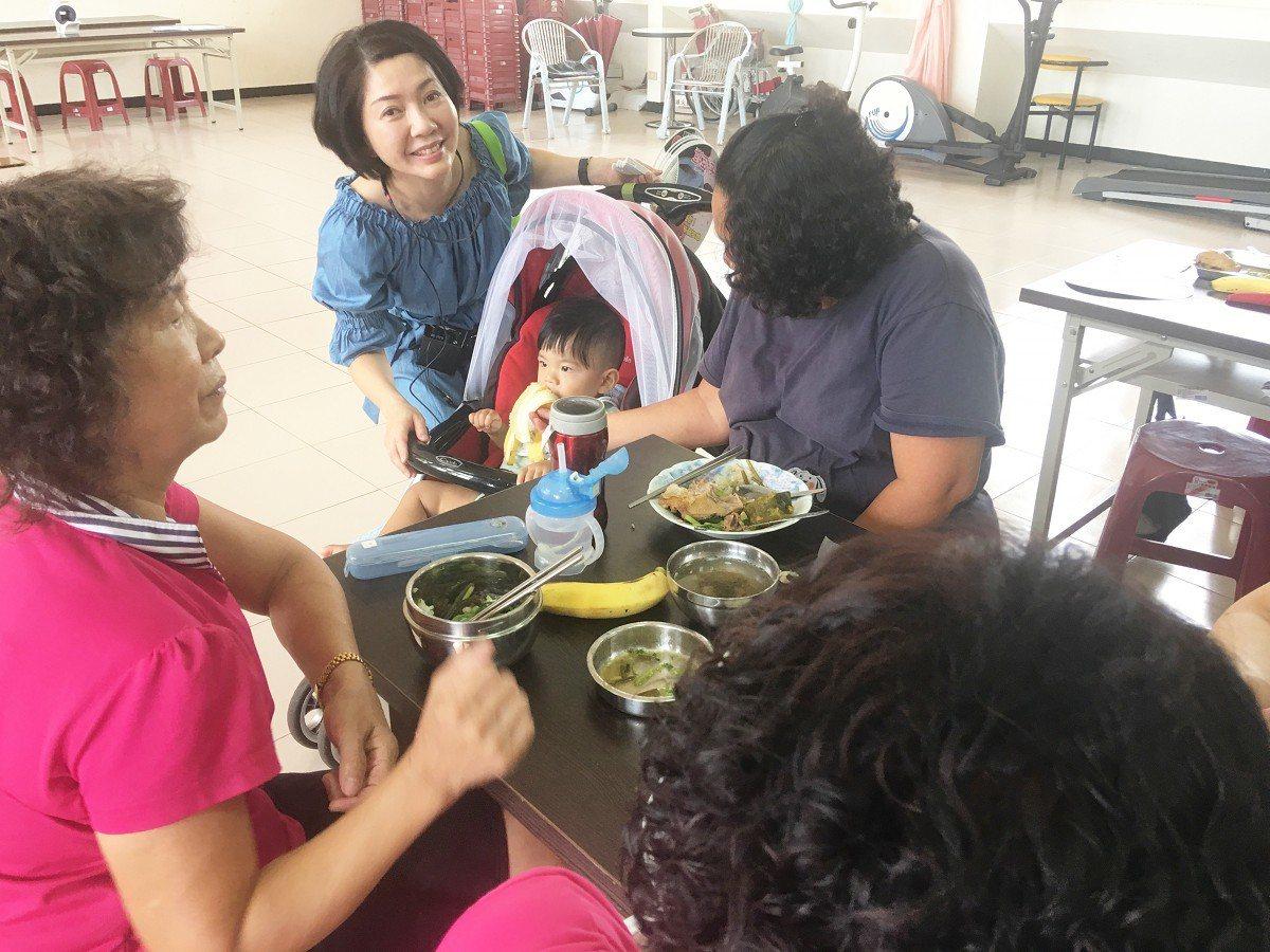 瑞芳傑魚社區快樂農場,所收成的作物不但分送給社區弱勢老人以外,也拿來舉辦共餐活動...