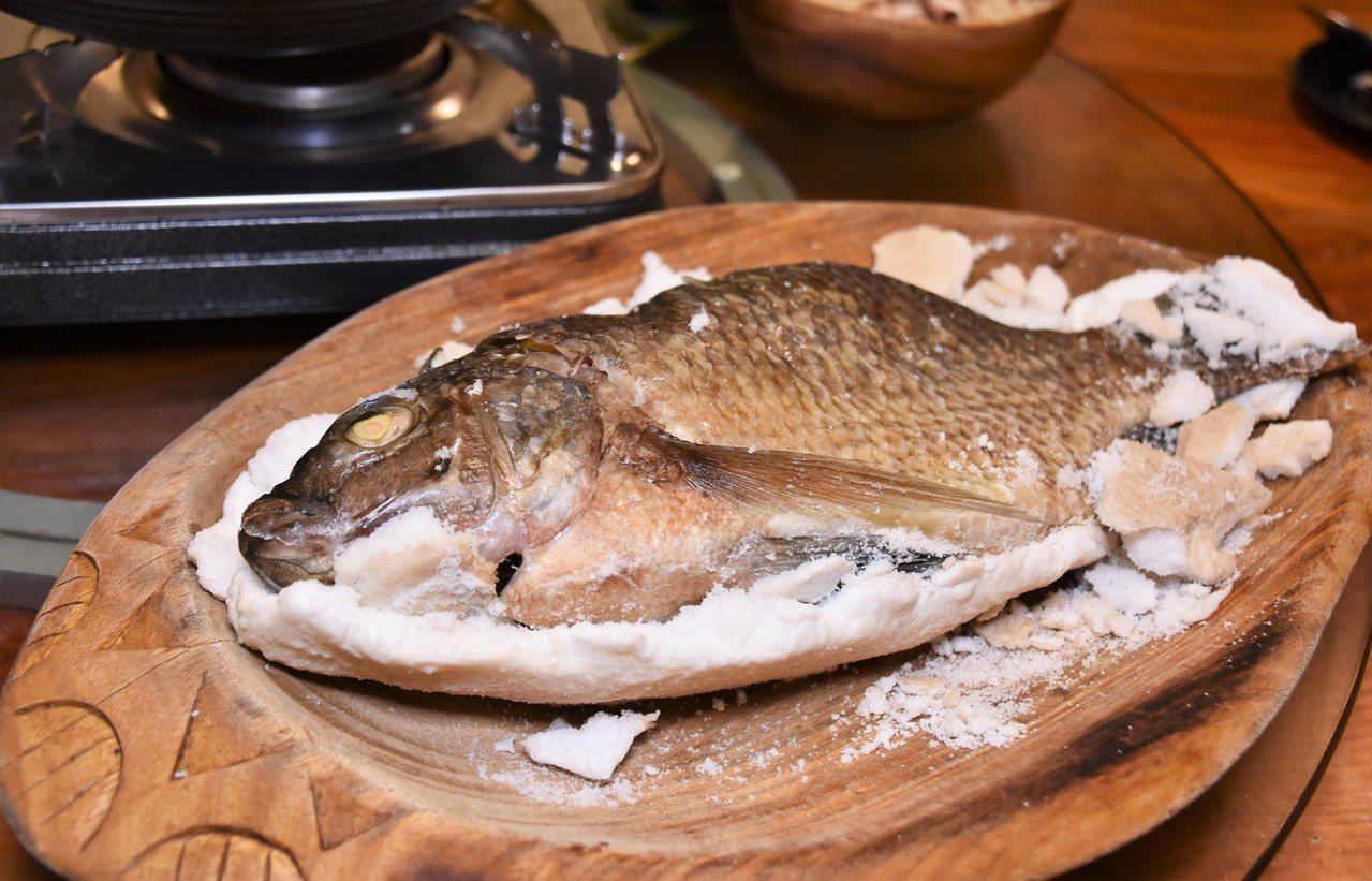 (圖/台灣旅行趣) ▲魚的鮮嫩原味完全被封鎖在裏頭