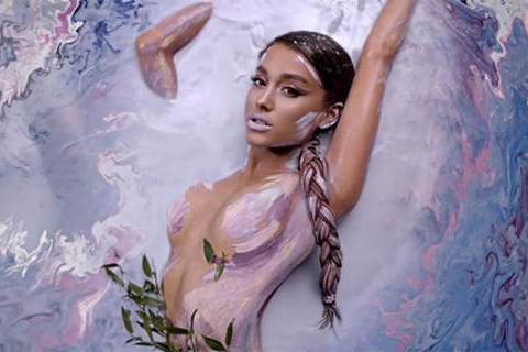 有「鐵肺天后」美譽的歌手亞莉安娜(Ariana Grande), 睽違2年即將發行個人第4張全新專輯「甜到翻Sweetener」,也是她遭逢了曼徹斯特演唱會恐攻事件後的首張專輯,透過她前幾波釋出的單...