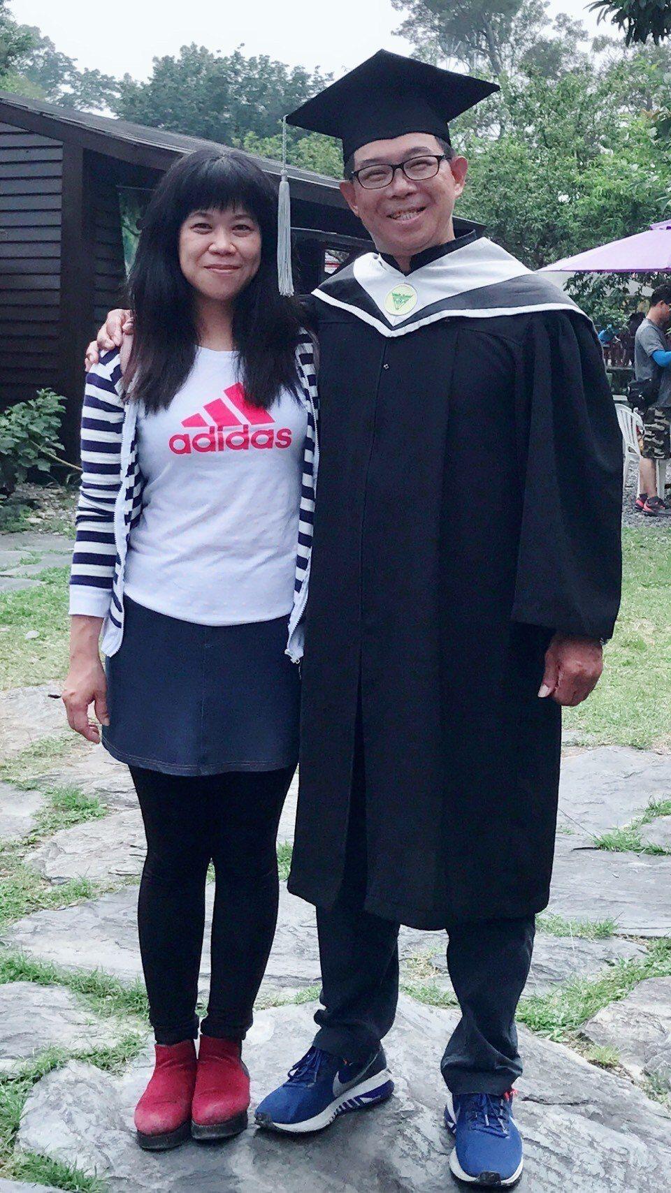余泰運(右)這兩年也攻讀碩士,一路走來感謝妻子楊淑理(左)無怨無悔的陪伴與支持。...