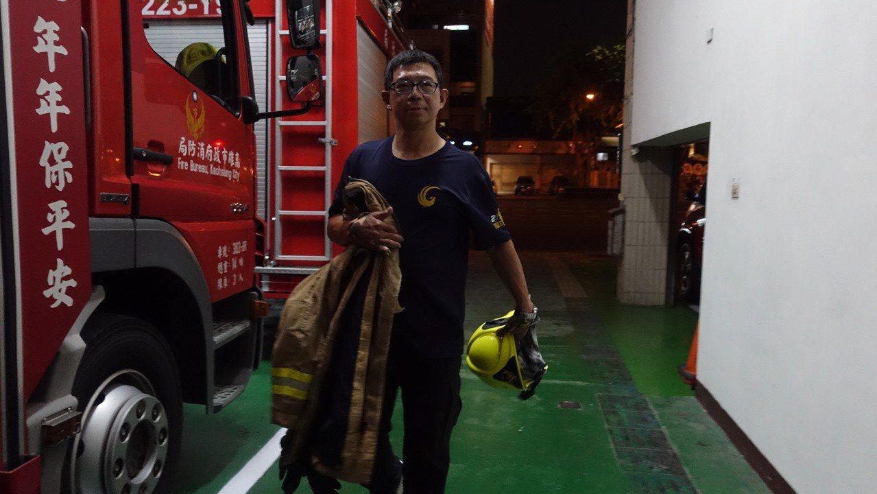 高市消防局氣爆受傷的副中隊長余泰運重返工作崗位兩年,持續復健,自我要求高,希望能...