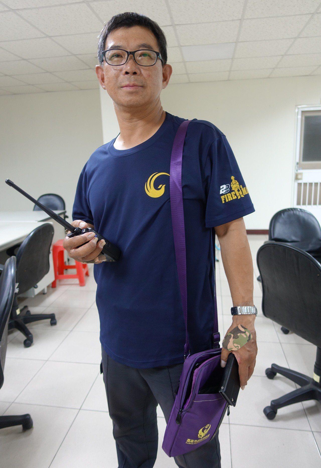 余泰運白天在大隊部安檢隊,晚間回到中隊當班。記者劉星君/攝影
