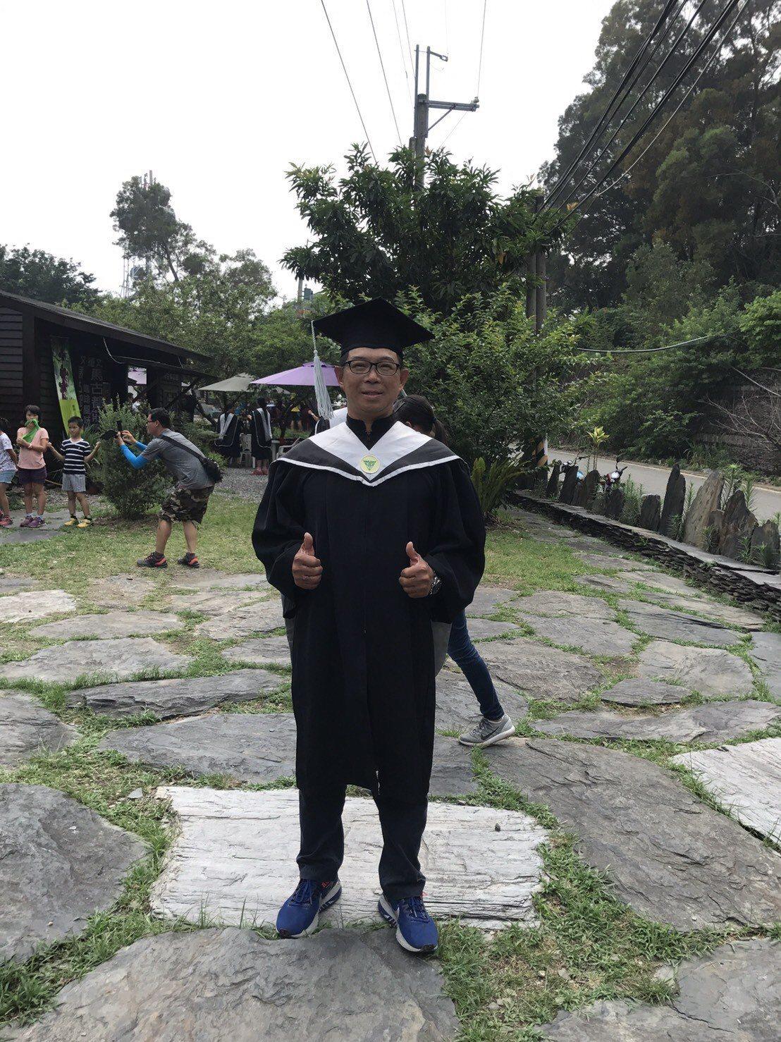 余泰運這兩年也攻讀碩士。圖/余泰運提供