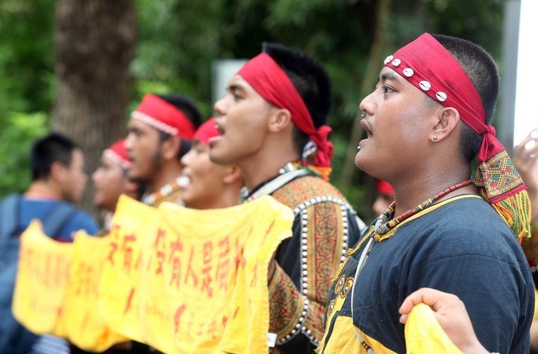 圖為過去原住民團體抗議情形。聯合報系資料照/記者曾吉松攝影