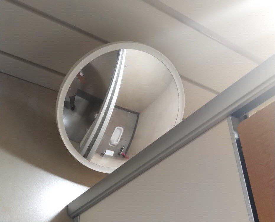 警方指出,在採尿室裡,員警要全程在場監控、指導及協助,防止尿液檢體攙假;同時在採...