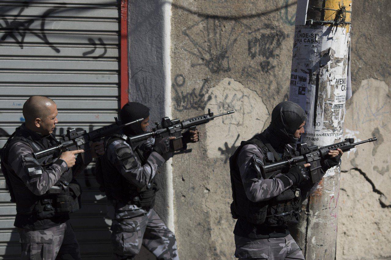 巴西政府打擊幫派組織檔案照。美聯社