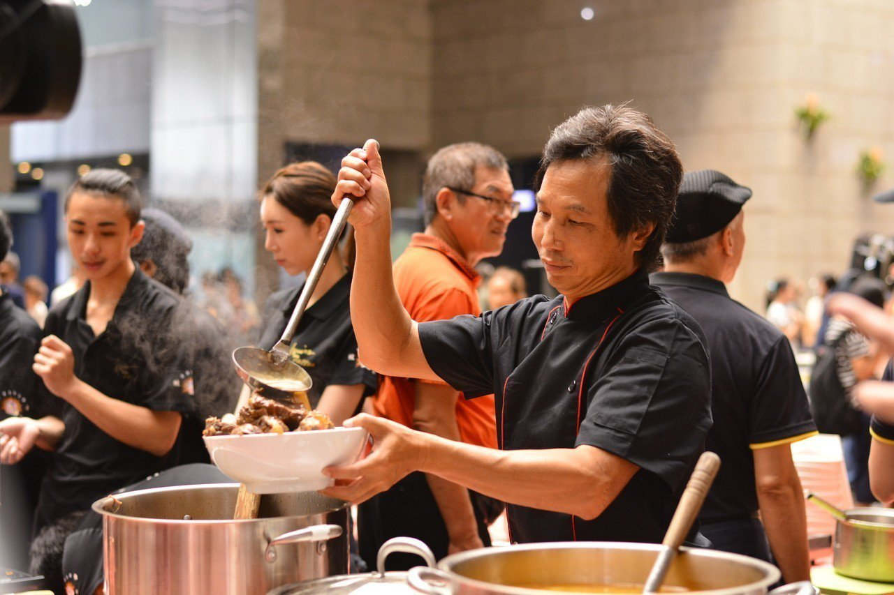 台北牛肉麵評比將自8月5日展開,最終評比結果將於9月公開,有意擔任牛肉麵秘密客的...