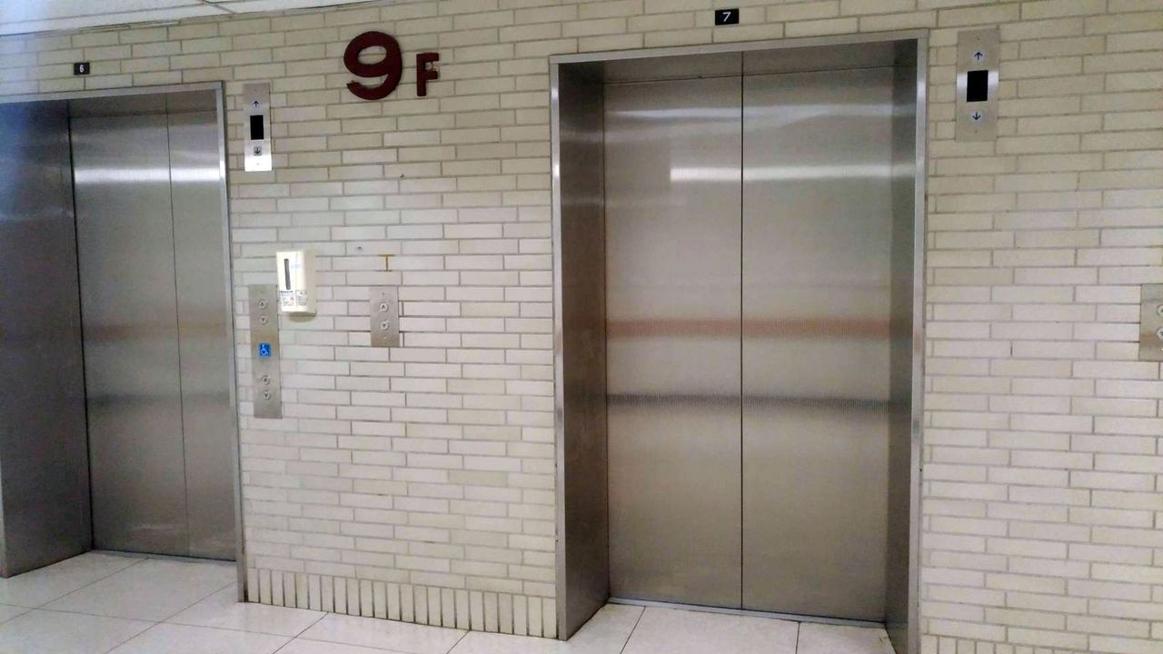 高雄一家醫學中心,一周內跳電兩次,電梯內有人短暫受困。(圖/讀者提供)