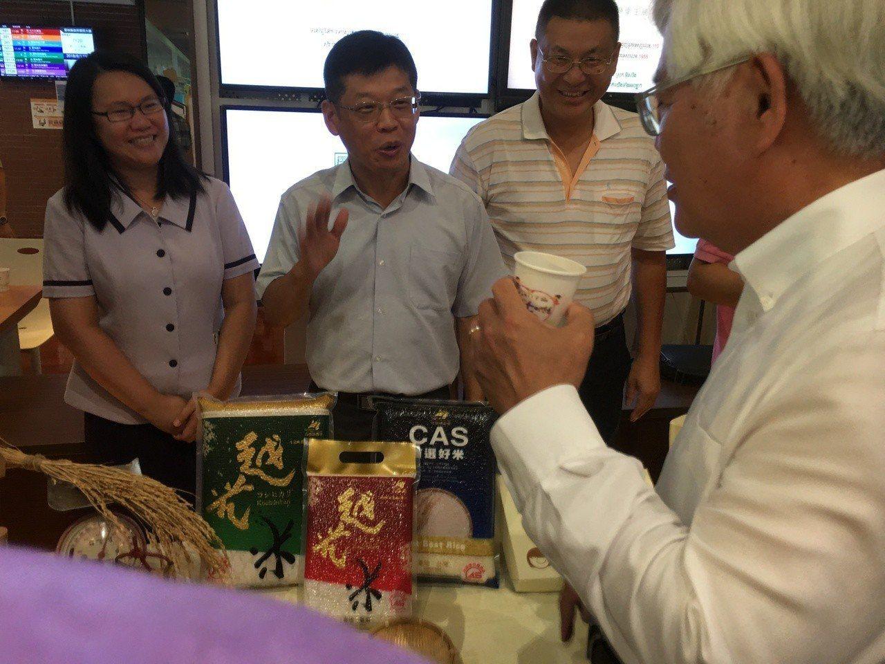 雲林縣政府繼日前參加食品展創下佳績,今天再次由縣府號召多家農民團體、農產品加工業...