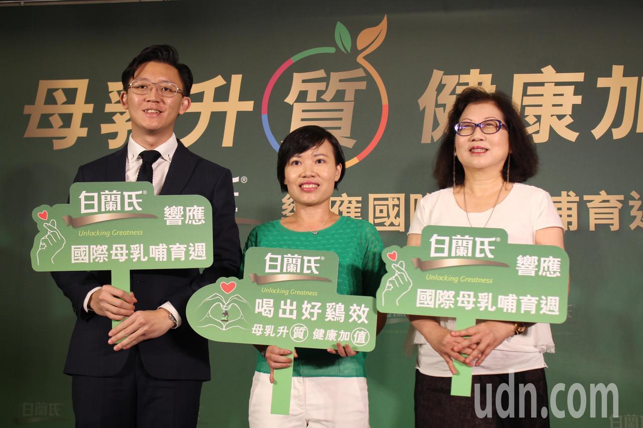 台北市立聯合醫院小兒科醫師楊文理(右一)建議,純母乳哺育至少6個月,並持續餵母乳...