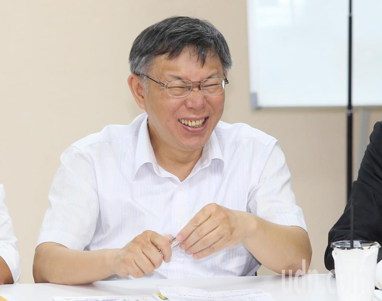 台北市長柯文哲今天率領市府團隊,拜會台北市議會民進黨團,。記者高彬原/攝影