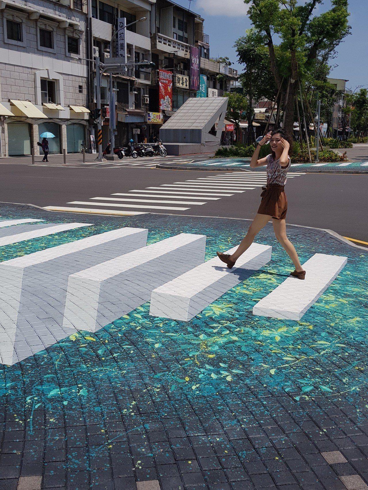 台南海安路上美麗的藝術作品。記者修瑞瑩/攝影