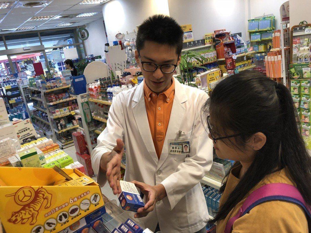 準備要升大三的藥學系學生蘇冠宇,近期趁暑期赴博登藥局實習。圖/博登藥局提供